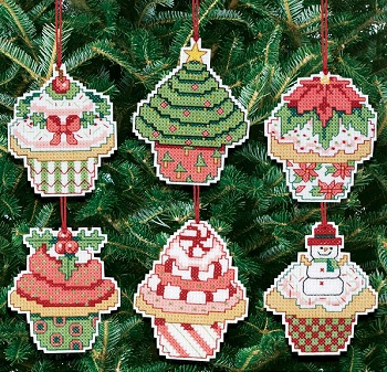 Christmas cupcakes by Janlynn