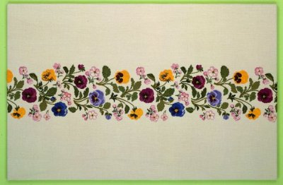 Pansy Apple Blossom runner by Eva Rosenstand