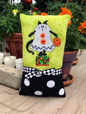 Boo Kitty by Amy Bruecken Designs