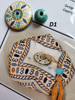 Giulia Punti Antici Majolika bead for D1 Deruta biscornu