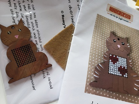 Romy's Creations Stitch in wood Kitten