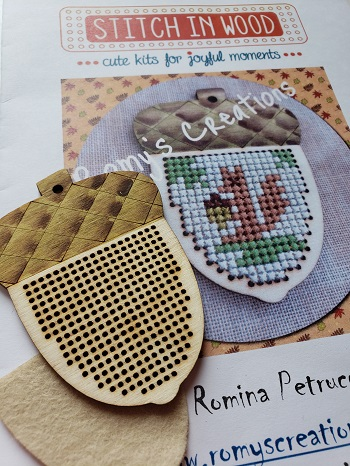 Romy's Creations Stitch in wood acorn