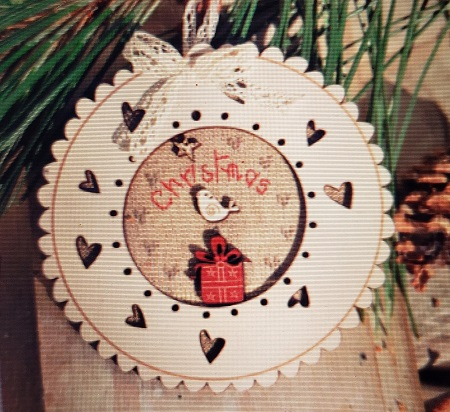 The Bee Company Christmas in round frame