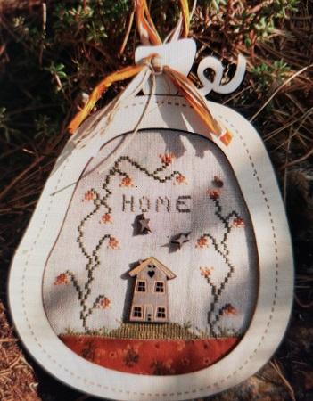 The Bee Company Pumpkin Home
