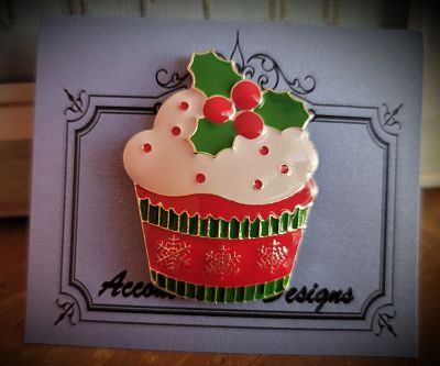 Holly cupcake needleminder