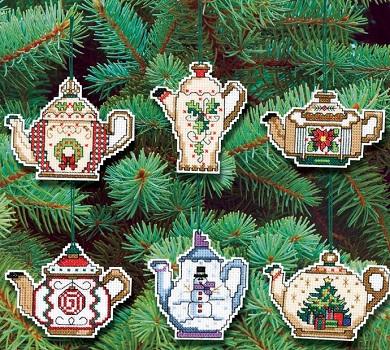Christmas teapots by Janlynn