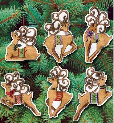 Festive reindeer by Janlynn