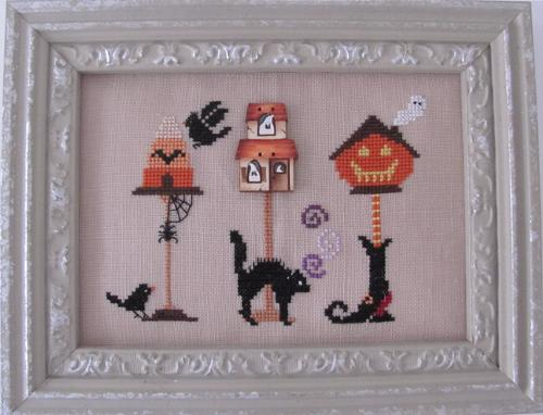 Halloween Birdhouse with Button MDD-HBWB by Mani di Donna