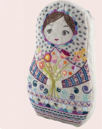 Un Chat Dans L'alguille Matrioshka pouch embroidery kit