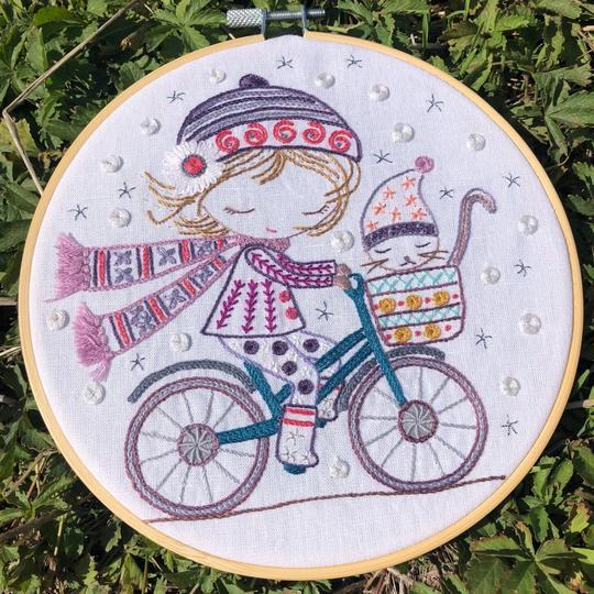 Un Chat Dans L'alguille Salome Rides Her Bike