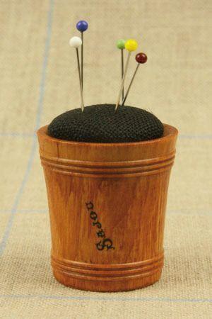 Hornbeam wooden pin cushion - Black linen by Sajou